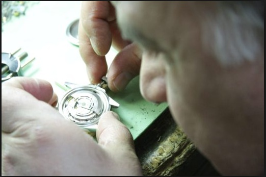 Contact the watch repairing experts in New York for unmatched services